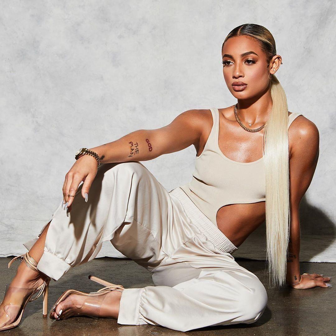 Найти веб девушка модель по фотографии модельное агенство богданович