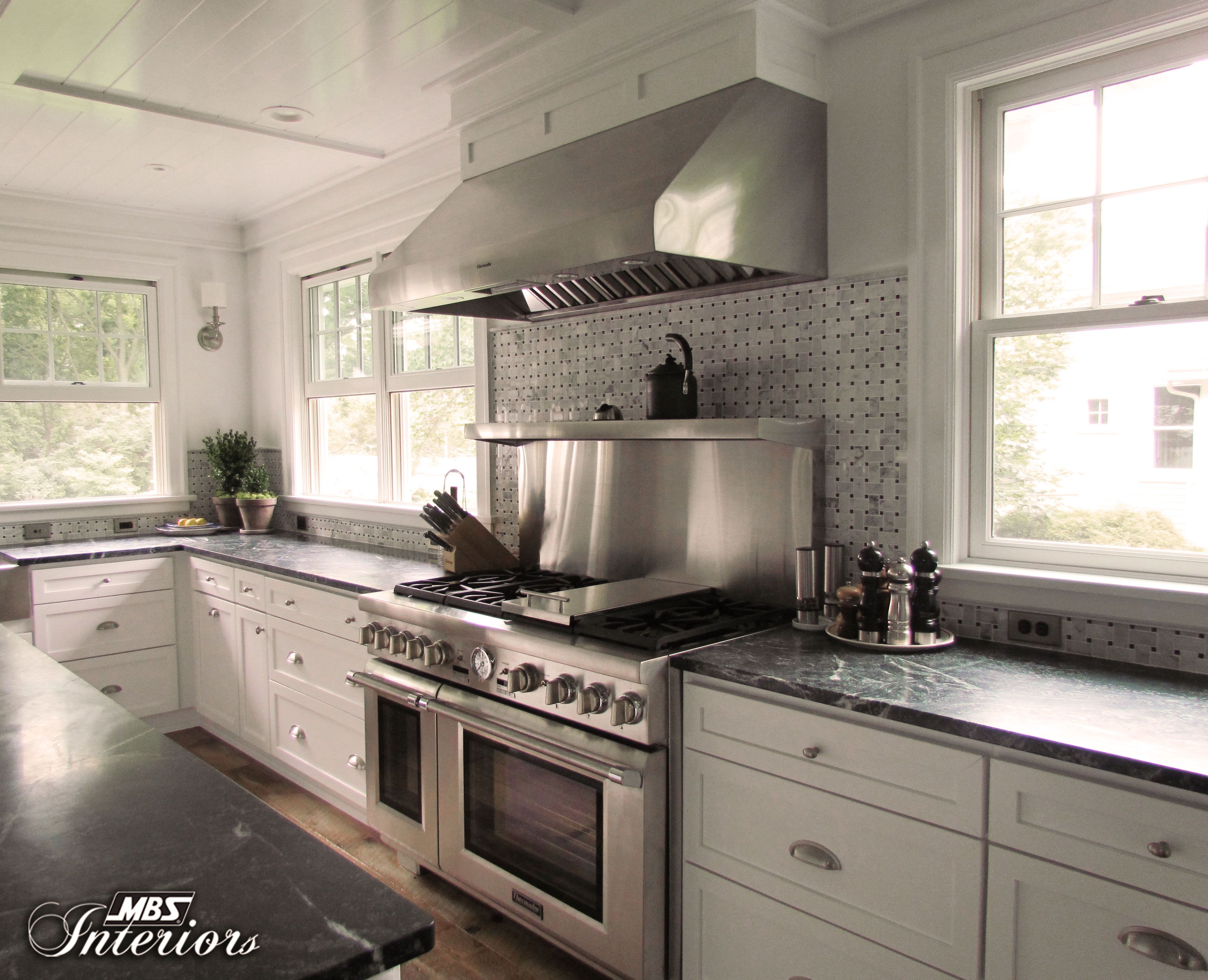 Homeowners Remodeled A Farmhouse Kitchen In Toledo Ohio And The Result Is Wow The Kitchen Now Has A Fresh Air With Images Kitchen Interior Kitchen Kitchen Range Hood