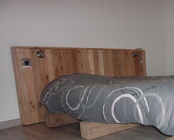 DIY Rustic Pallet Headboard | 99 Pallets