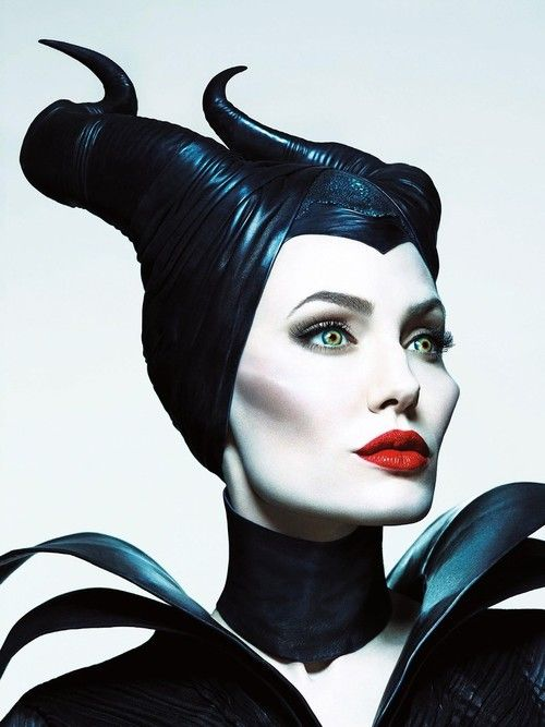Angelina Jolie Killing It As Maleficent Now And Then Maléfique
