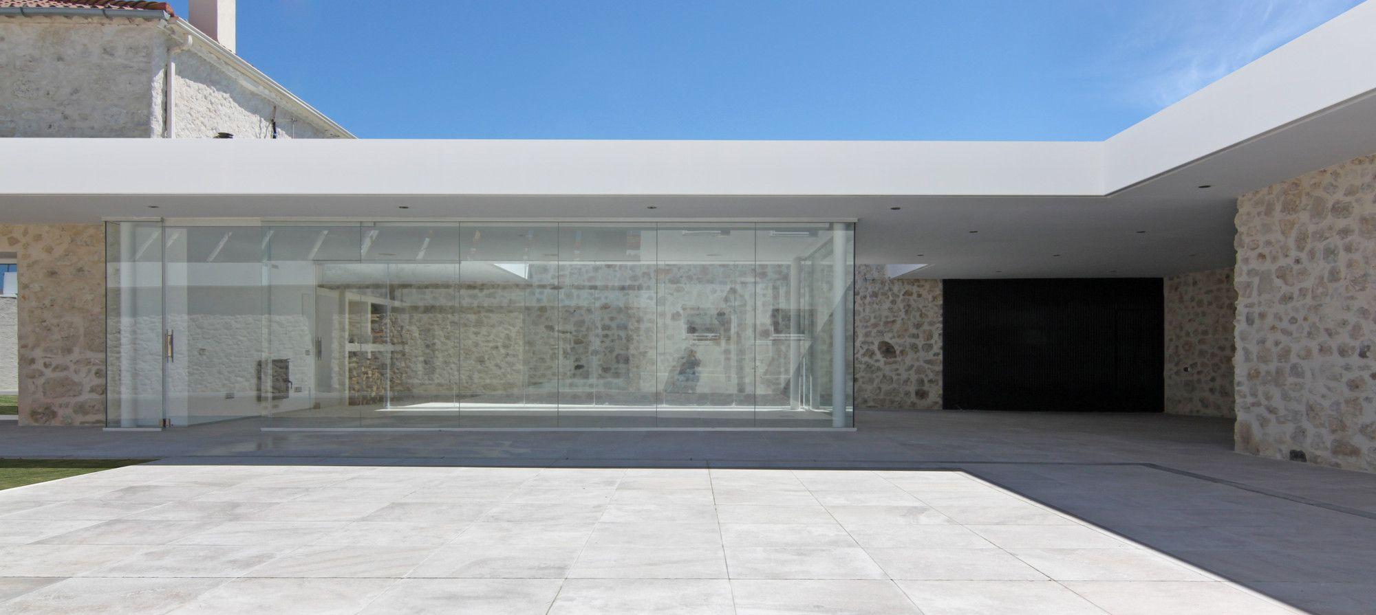 Rehabilitación patio en Santibañez de Valcorba / Óscar Miguel Ares Álvarez