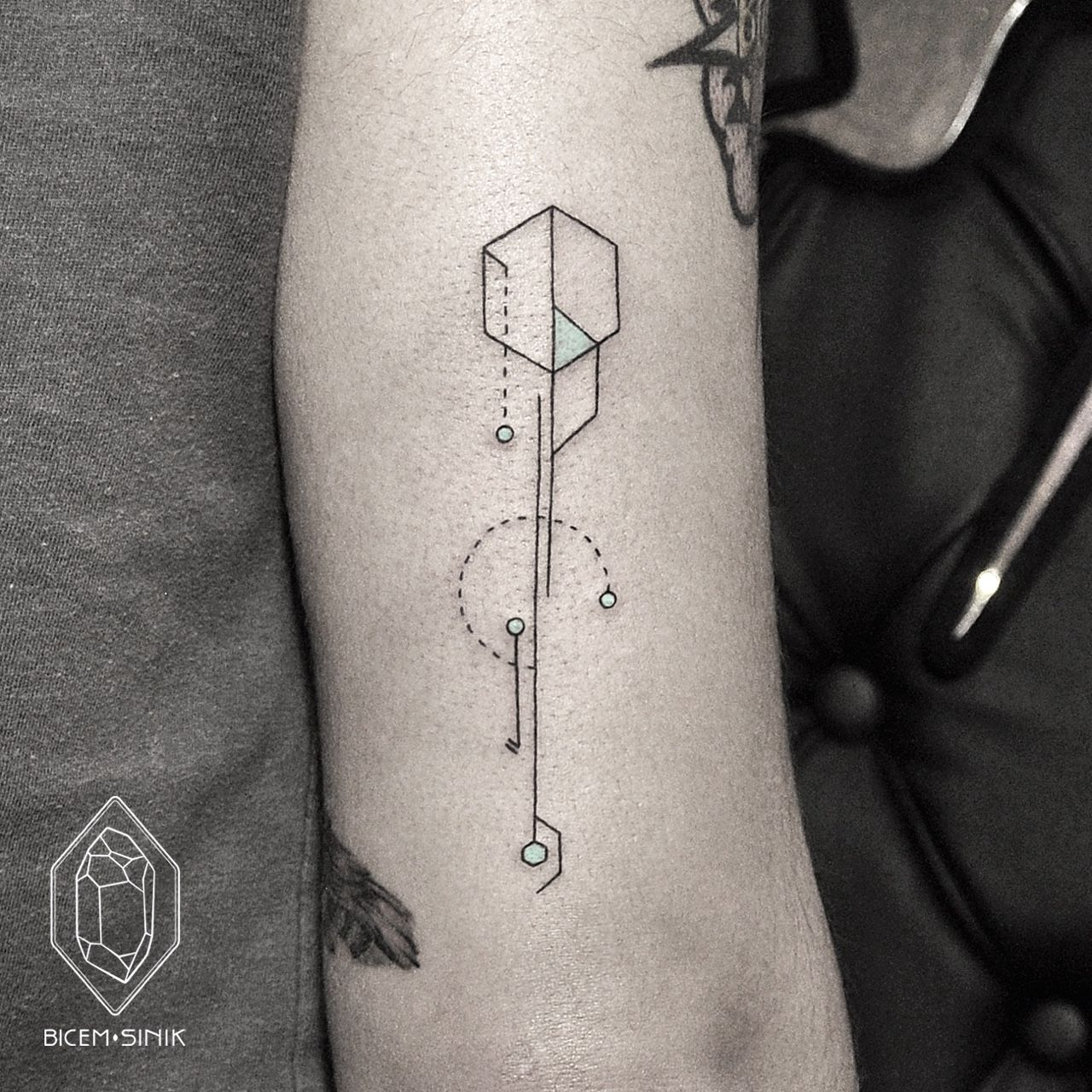Pin By Tae S Yang On Tattoo Ideas Geometric Tattoo Modern Tattoos Tattoos