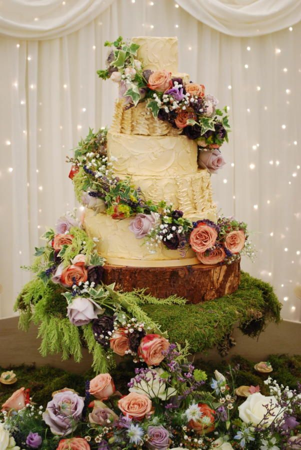 The Enchanted Cake by Emma Stewart - http://cakesdecor.com ...