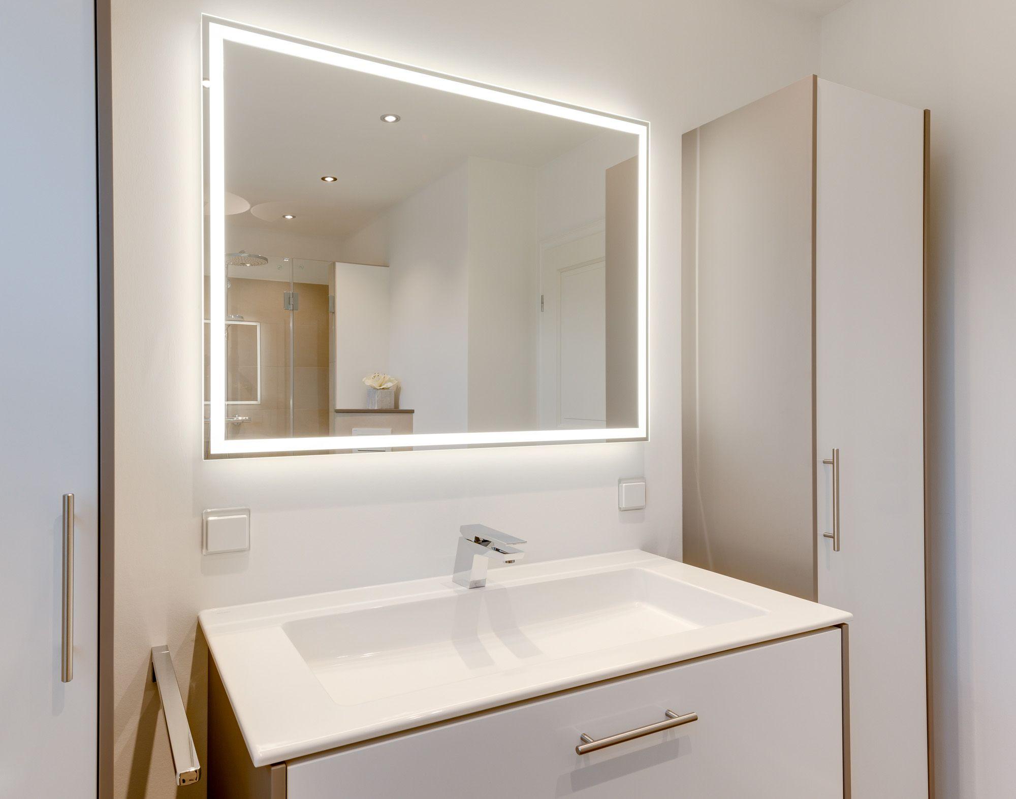 Modernes Badezimmer Waschtisch Mit Keuco Waschbecken Indirekte Beleuchtung Und Ein Schlichter Spiegel Dazu Fugen Badezimmer Glasduschen Modernes Badezimmer