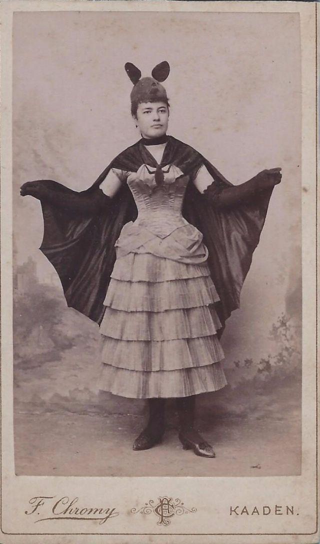 Vintage bat costume  sc 1 st  Pinterest & Vintage bat costume | Spooky glamour | Pinterest | Bat costume ...