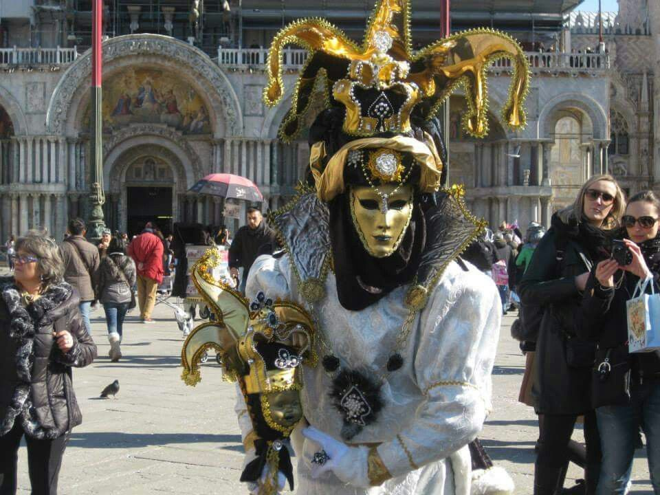 Tipica Maschera Veneziana a S. Marco