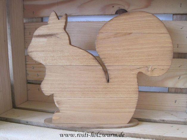 Dieses Eichhörnchen wurde von mir selbst aus Holz gesägt