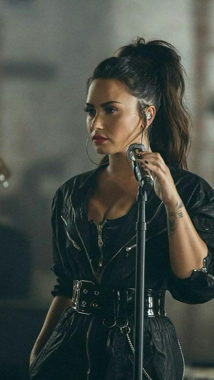 Image Uploaded By Glitterytheoristalpaca Find Images And Videos About Beautiful Demi Lovato And Stone Cold On We Heart Demi Lovato Style Demi Lovato Lovato