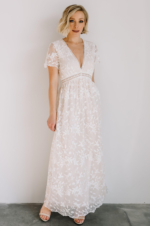 Off White Lace Maxi Dress Simple Boho Wedding Dress Under 100 Affiliate Link White Lace Maxi Dress White Lace Maxi Lace Maxi [ 3000 x 2000 Pixel ]