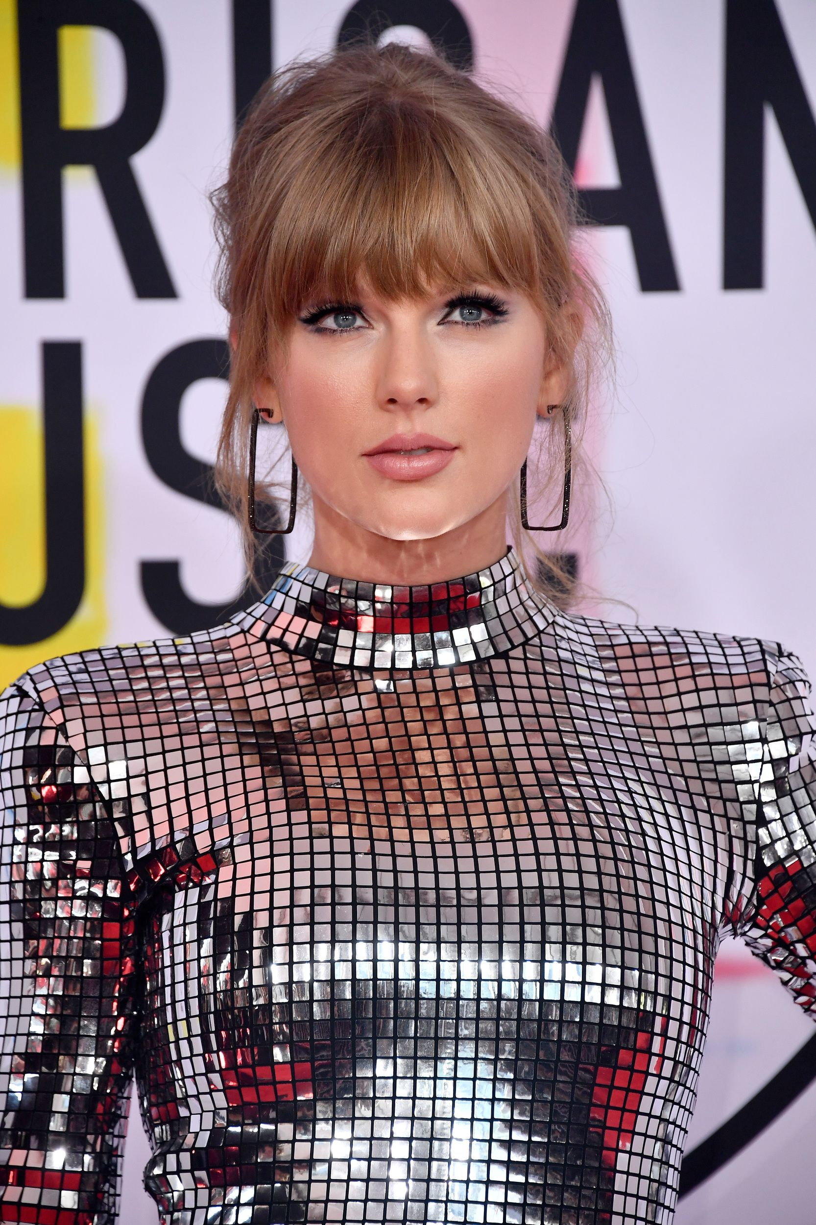 Taylor Swift's AMAs look is edgy, sexed-up and oh-so-silver