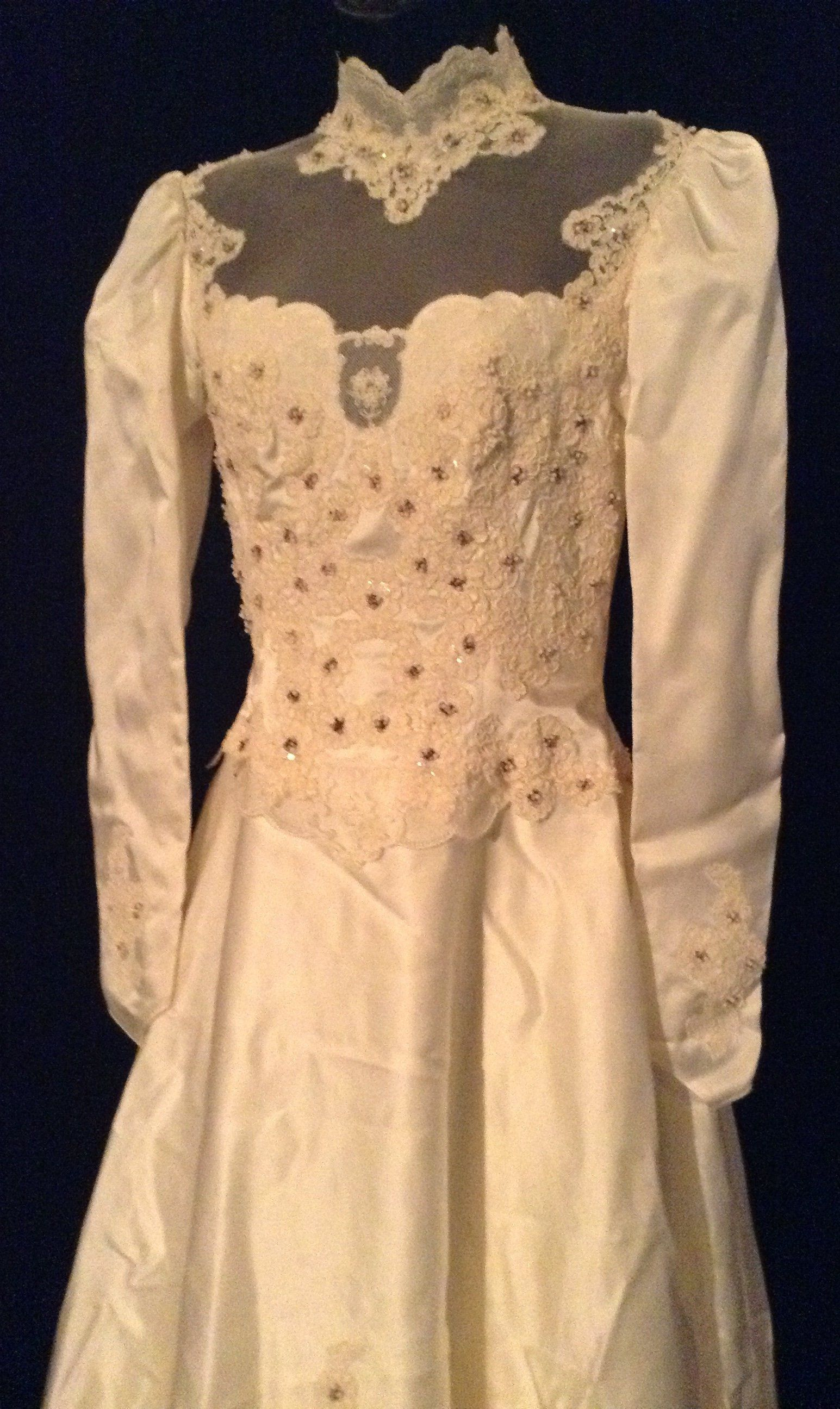Alfred angelo dream maker wedding dress  Vintage us Wedding Dress Victorian Style ALine Ivory Satin Long