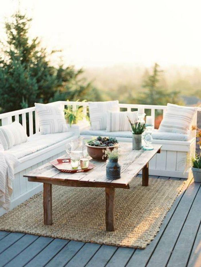 Balkongestaltung Rustikaler Tisch Teppich Dekokissen Pflanzen ... Ideen Balkongestaltung Pflanzen
