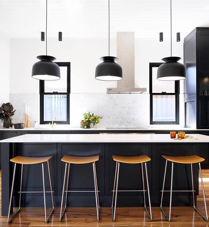 Large Black Pendant Lights Over The Kitchen Island Kitchenlightingoverisland Kokso Belysning Inredning Kok