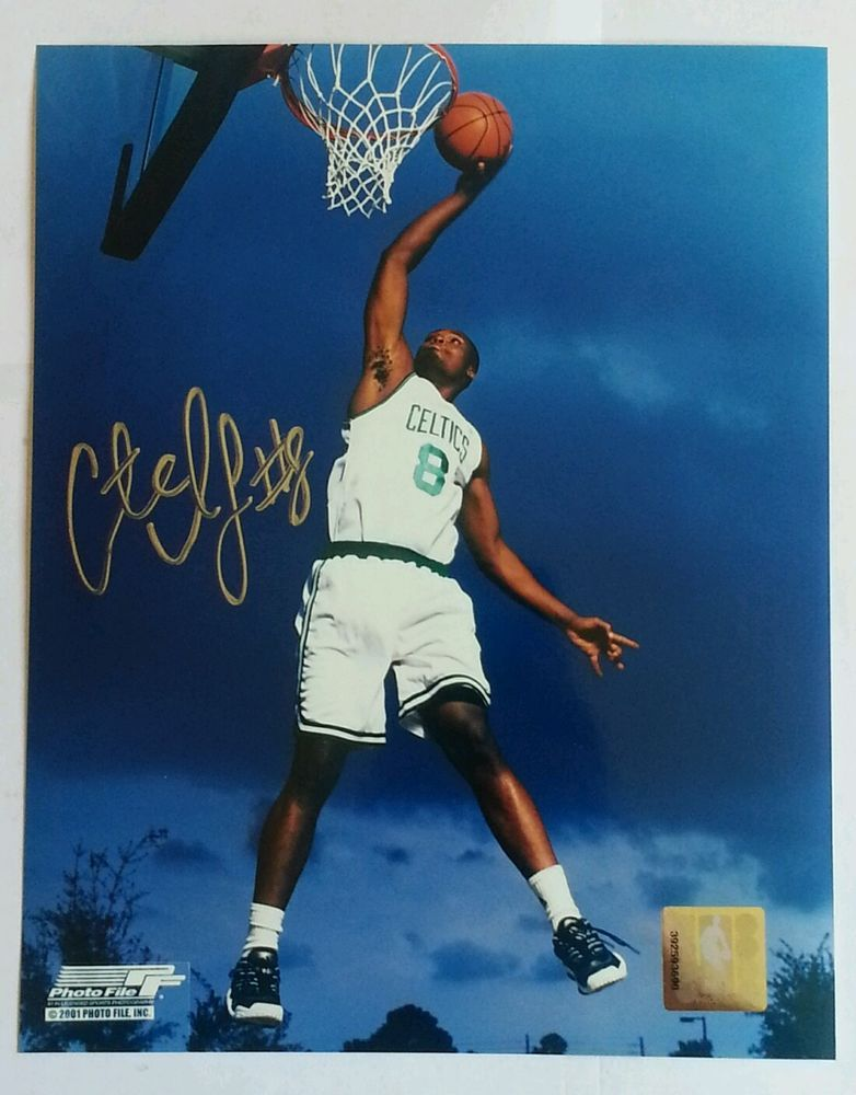 ANTOINE WALKER BOSTON CELTICS AUTOGRAPHED 8X10 W/COA In Sports Mem, Cards U0026  Fan