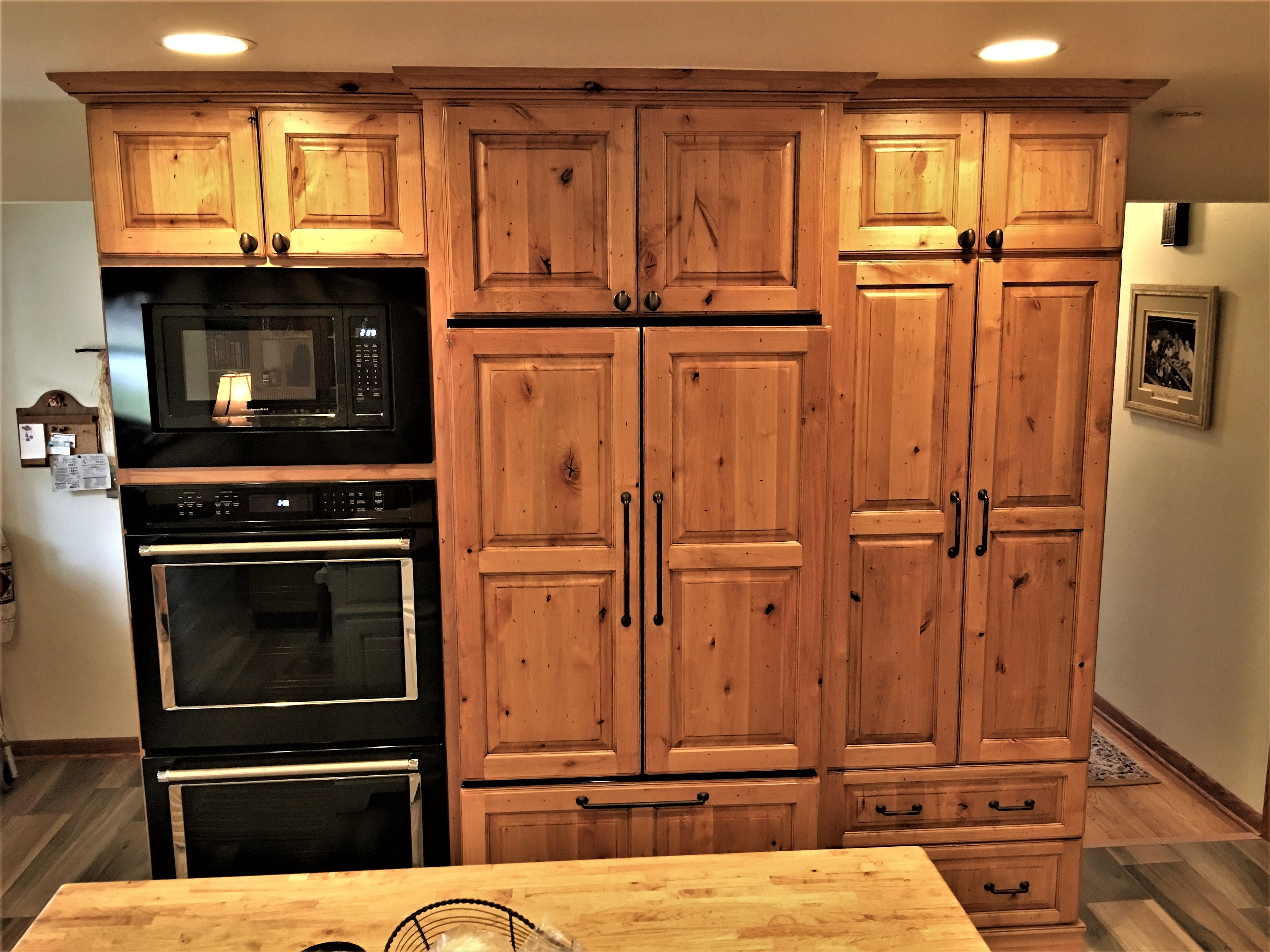 Rustic Kitchen New Showplace Cabinetry Rustic Alder Natural Stain With Black Glaze Additional Distressing Decor Custom Pantry Glass Decor Rustic Kitchen