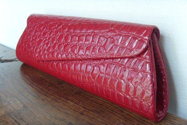 pochette de cérémonie rouge aspect croco de chez CetaelleCetalui.com