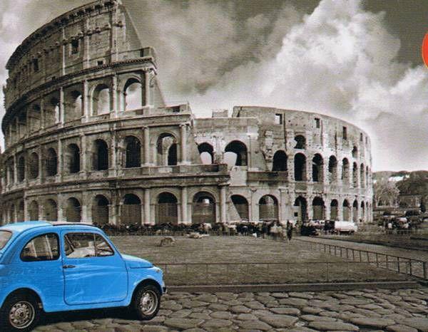 191 C 243 Mo Se Ve El Coliseo De Roma Desde Un Bonito Coche Azul