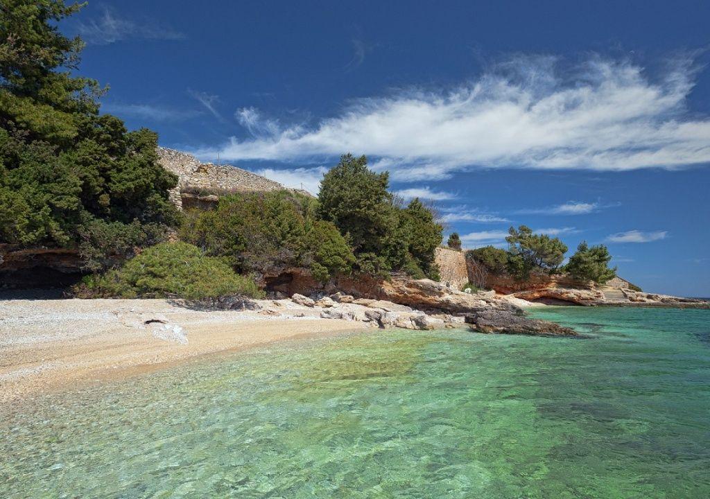 Where are the best beaches on Hvar?