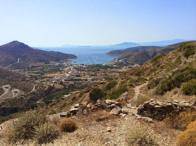 Mare Più.: Die vergessenen Inseln: Amorgos. Der lange Weg zum Kloster. Und das Lächeln des Abtes von Chozoviotissa.