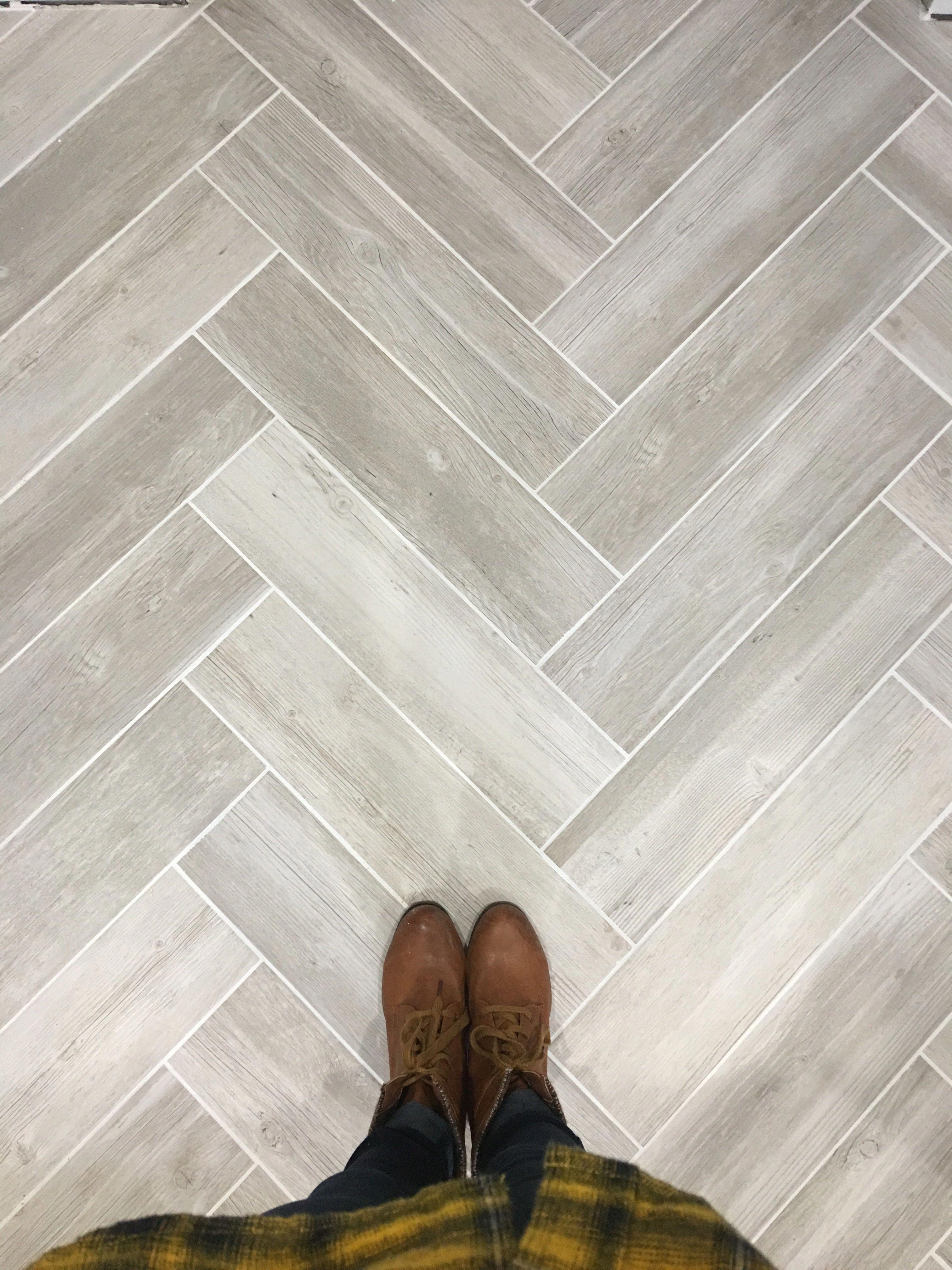 Lowe S Vintage Gray Wood Look Tile In Herringbone Pattern