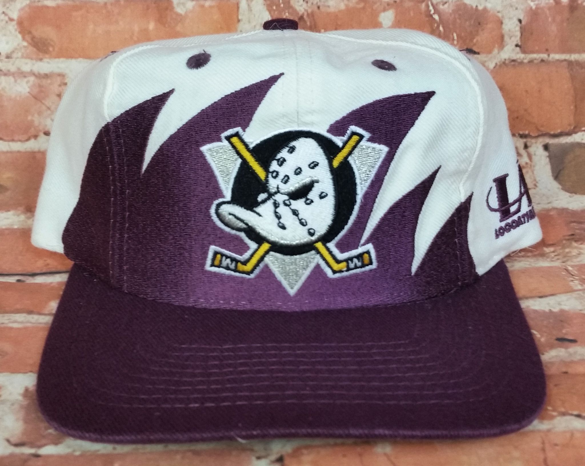 1e6686c01 Anaheim Mighty Ducks Vintage Snapback Logo Athletic Sharktooth Hat ...