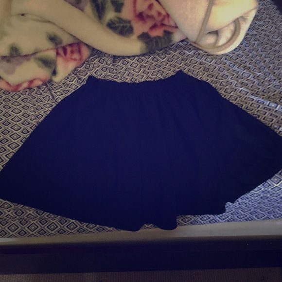 Black Melville skirt Perfect condition. Size small. Polyester and cotton. Melville Skirts Circle & Skater