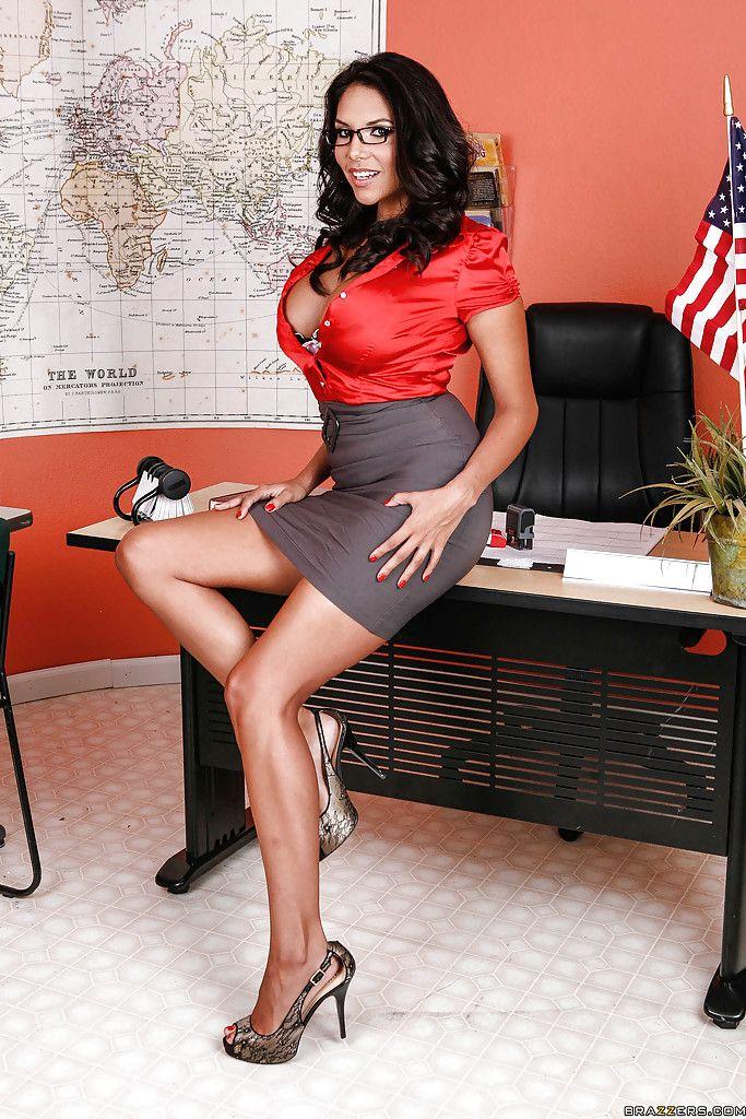 cleavage Busty secretary