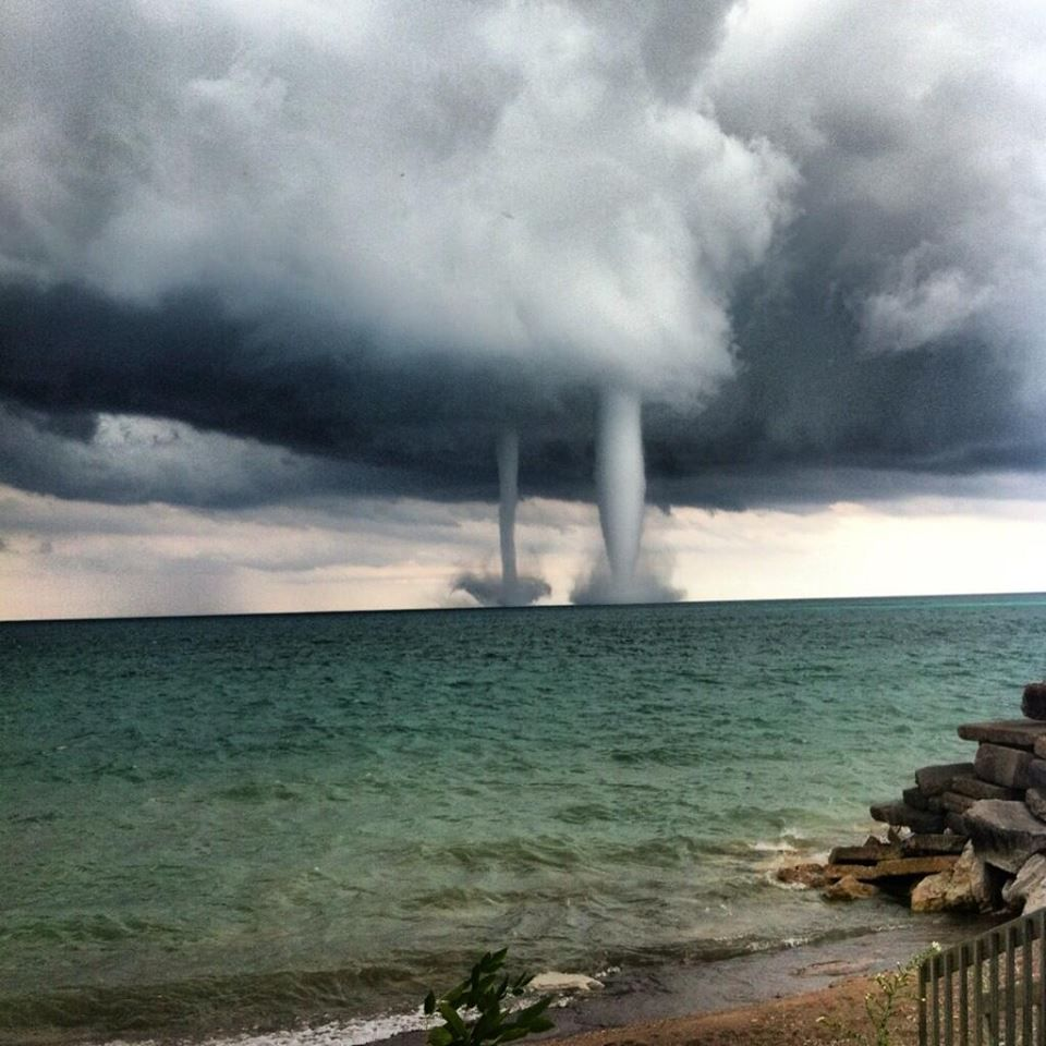 Double Waterspout Near Kenosha Wisconsin This Happened Yesterday