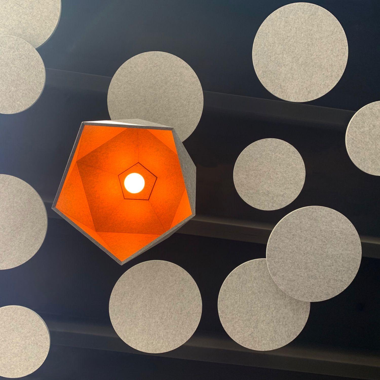 Bei Uns Konnen Sie Wandabsorber Deckenelemente Akustikbilder Stellwandsysteme Materialmuster Stoffkollektionen Usw Im E Uber Uns Bellton Ag Material Deckchen Und Muster