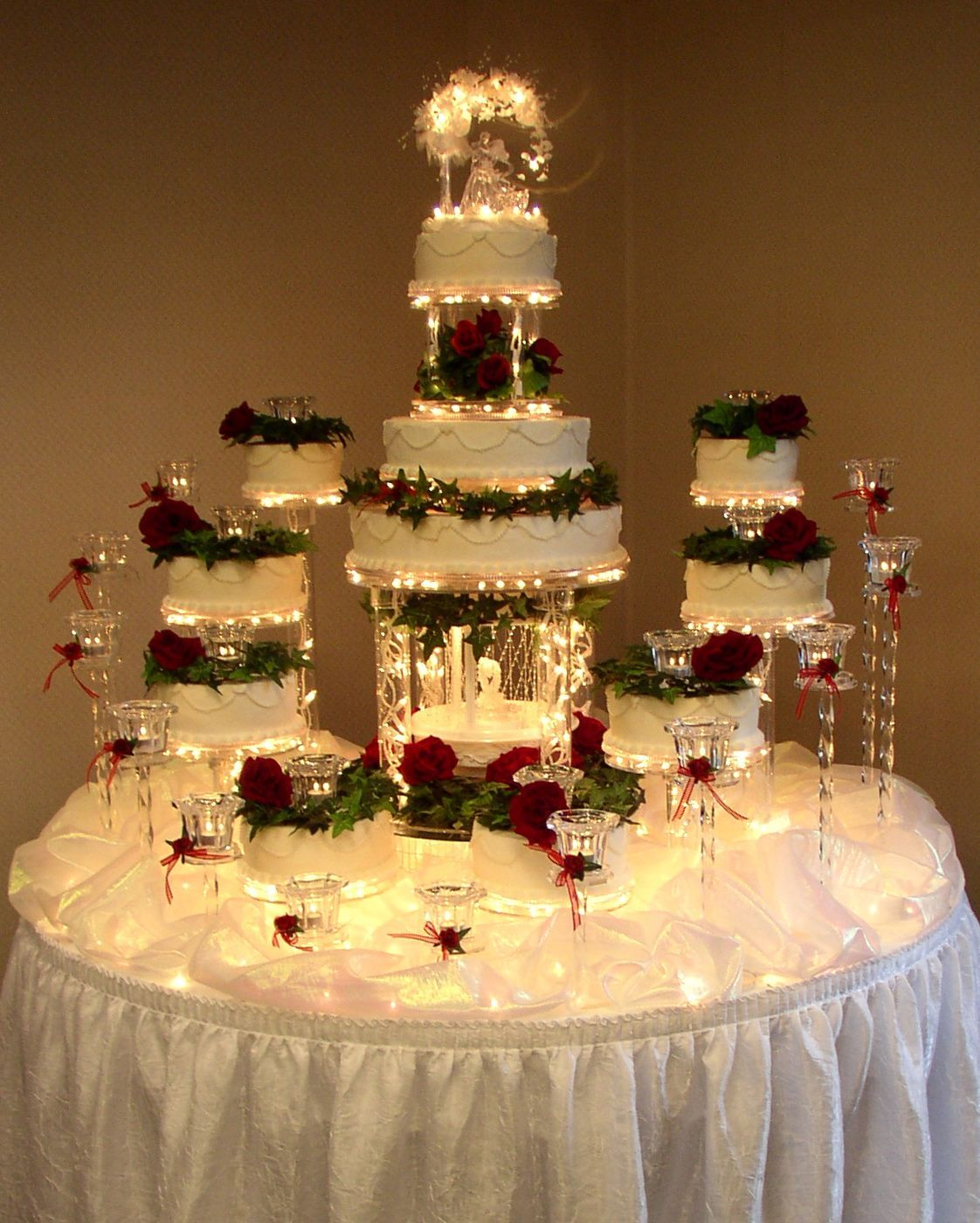 WOW that's a big wedding with that much cake! Fountain