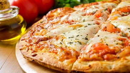 طريقة عمل بيتزا مارجريتا Margherita Pizza Italian Dishes Reheat Pizza