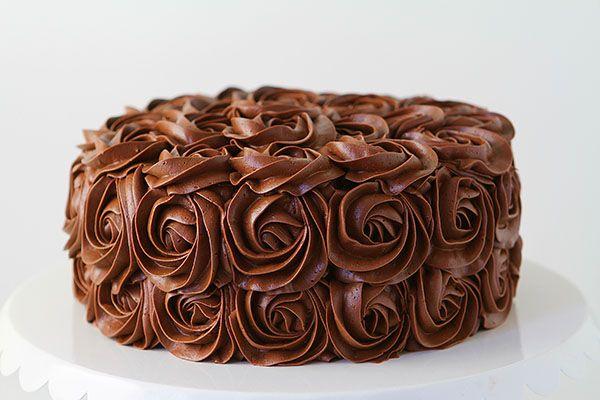 Torta decorada con rosas de crema!   Fb: www.facebook.com/zefineta Cel: 1167517309