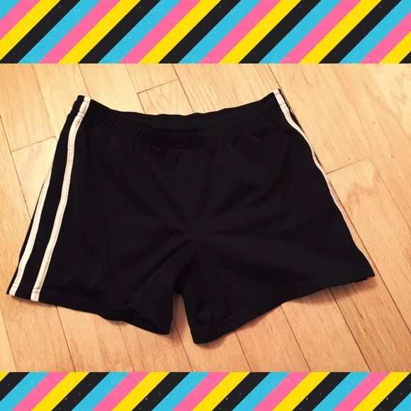 """⚡️BOGO 1/2 off⚡️Champion athletic shorts Champion black & white athletic shorts. Measures approx 4.5"""" inseam, 10"""" rise, 32"""" stretch elastic waist. Size XL. 100% polyester. Worn once & in excellent condition! Bundle to save! NO TRADES, no modeling. Champion Shorts"""