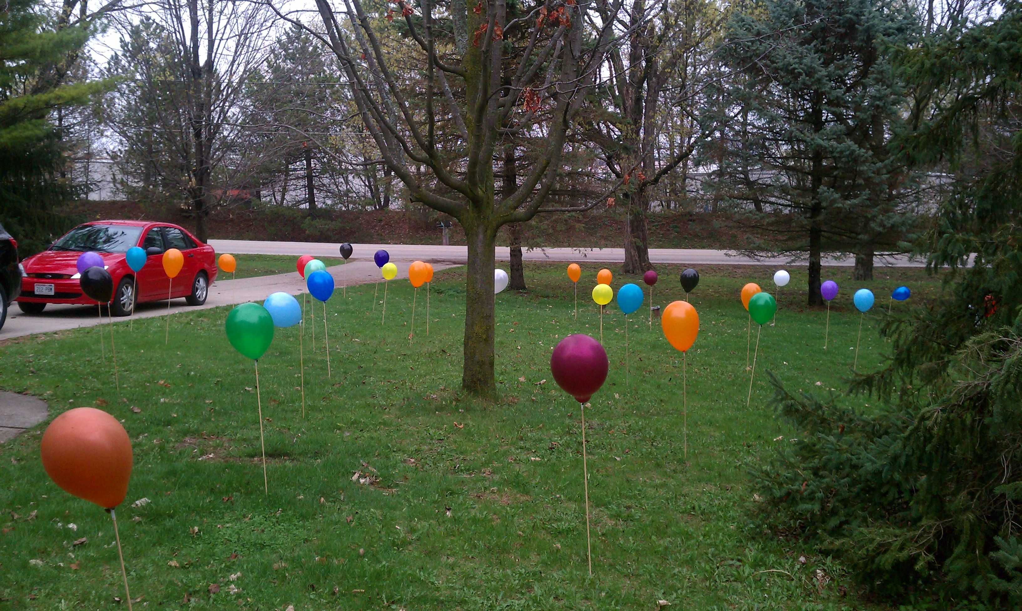 40 balloons in front yard outdoor birthday decorations