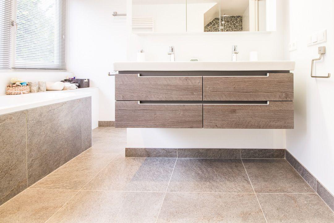 "Percorsi Quartzite ""Combe"" Spazzato #badkamer #bathroom #vloer #floor #flooring #tiles #tegels #fossiel #fossil #interieur #interior #interieurdesign"