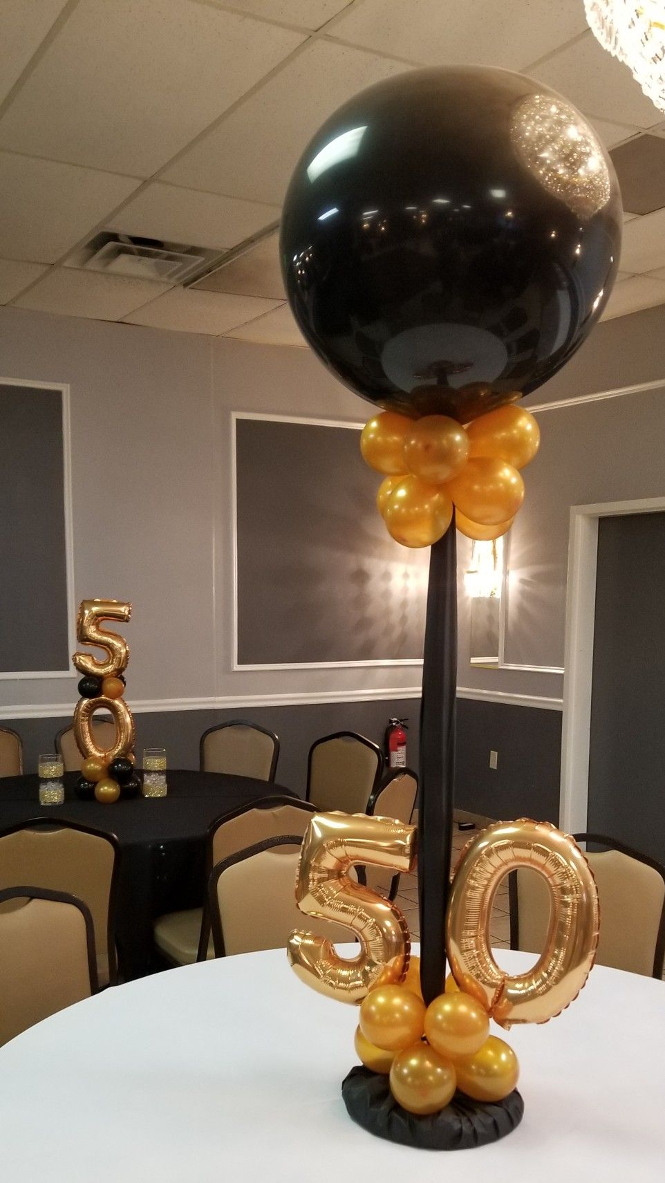 Black And Gold Balloon Centerpieces With Gold Numbers In 2019