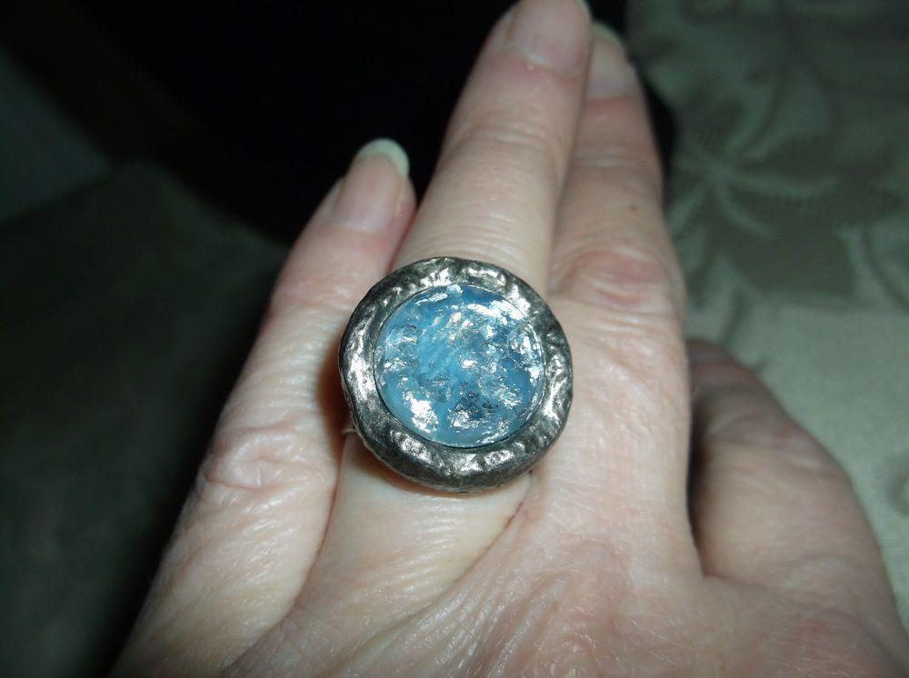 VTG. SARAH COVENTRY BLUE GLITTER/CONFETTI ENAMEL HAMMERED PEWTER ADJUSTABLE RING…