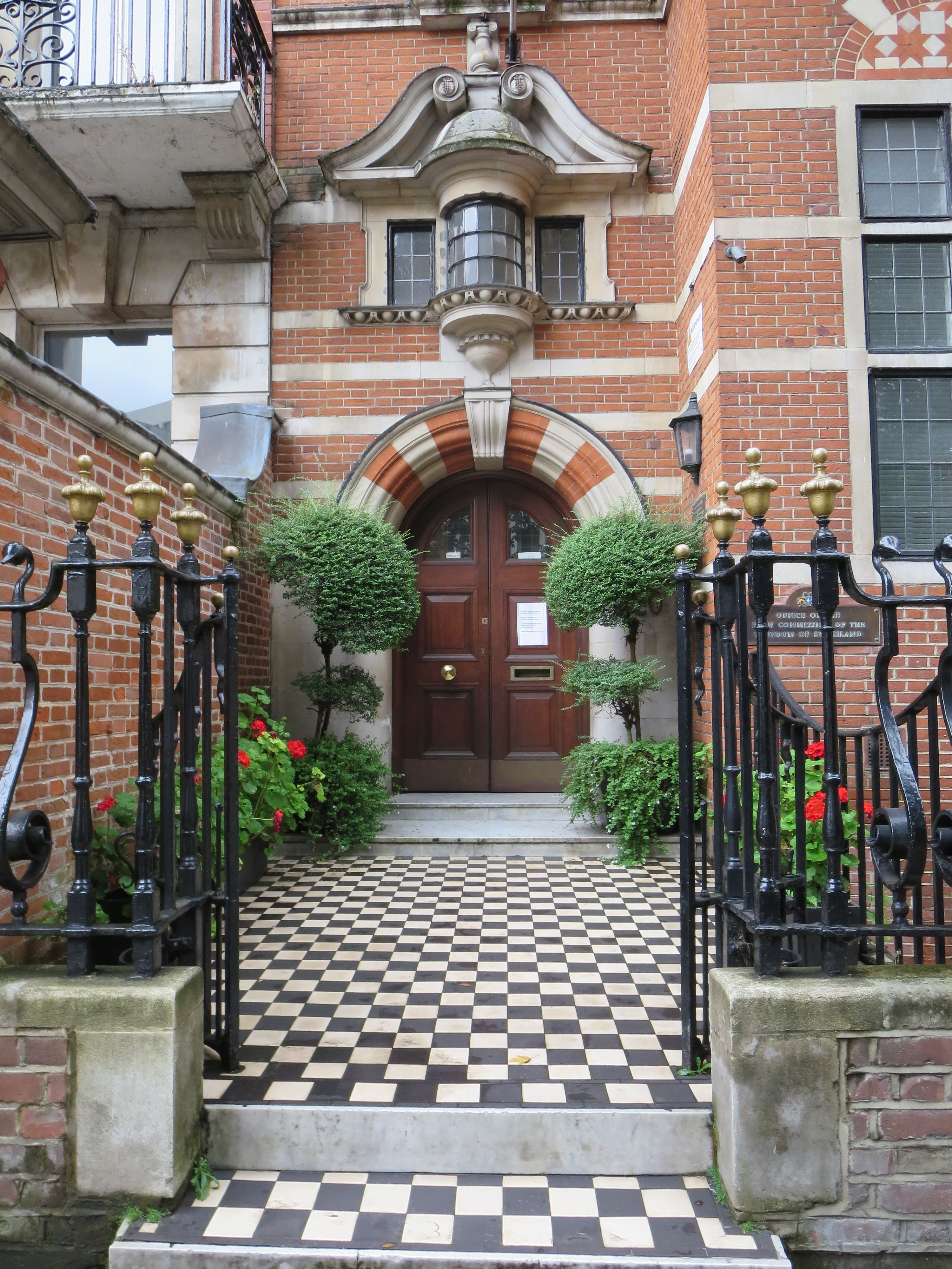 Building near Buckingham Palace could be a Mackenzie ... on Outdoor Living Space Builders Near Me  id=61721