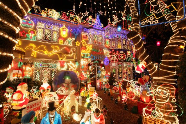 42 Most Obnoxious Christmas Displays Ever