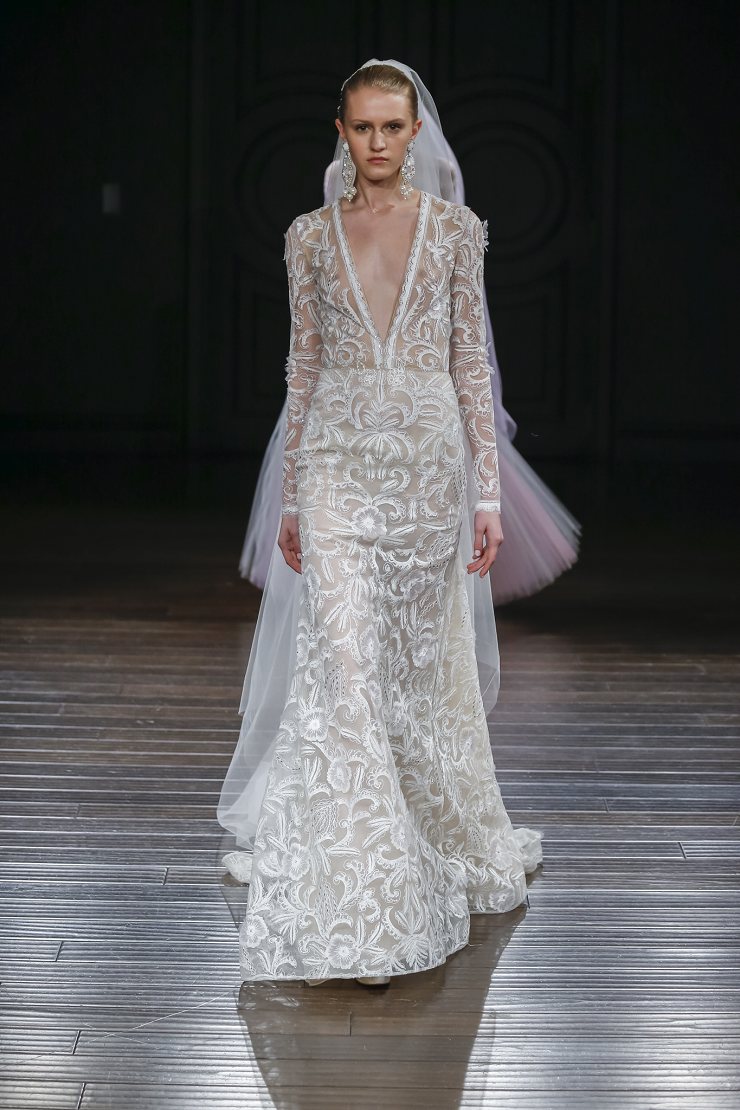 Naeem Khan Wedding Dresses Spring 2017 | Hand embroidered long sleeve fitted gown | itakeyou.co.uk #wedding #weddingdress #weddingdresses #weddinggown #bridalgown