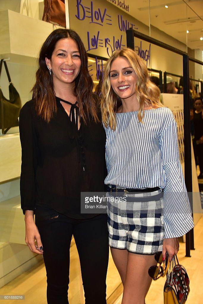 Fotografia de notícias : Rebecca Minkoff and Olivia Palermo pose backstage...