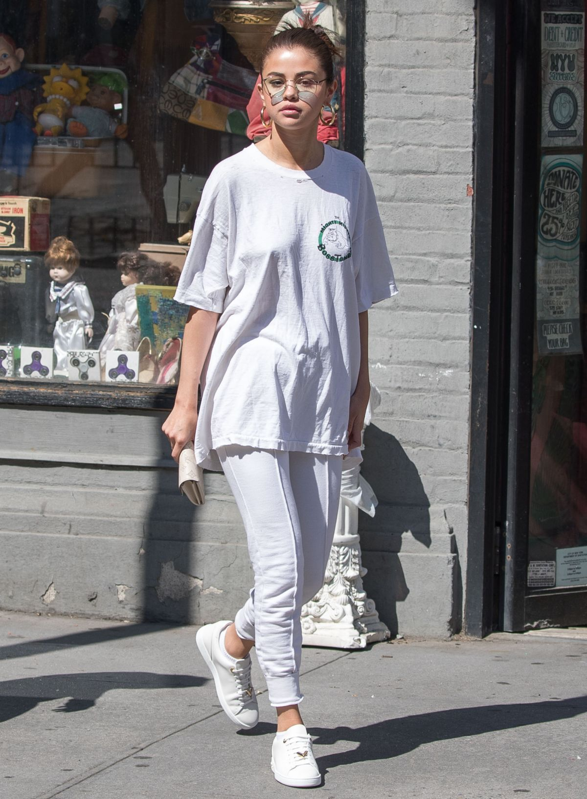 8ff56247545 Selena Gomez Out in New York 09 04 2017. Celebrity Fashion and Style ...
