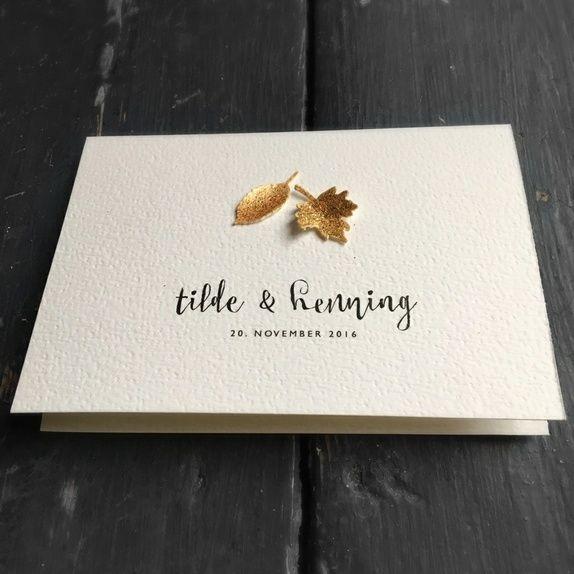 Photo of Hochzeitseinladung mit aufwändigen, handgemachten Herbstlaub in …
