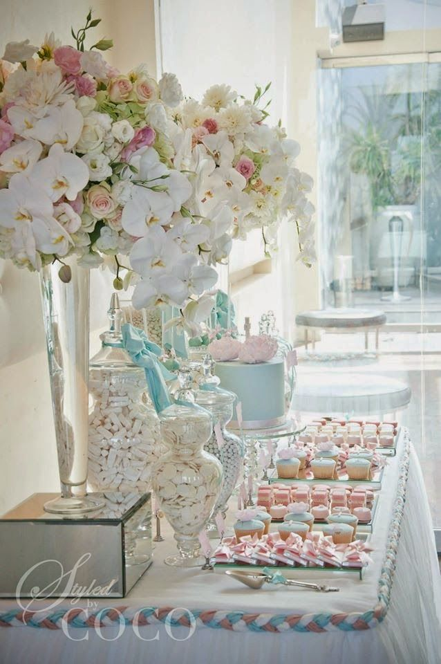 Decoraci n para mesa de postres en blanco y rosa bautizo - Decoracion para bautizo de nino y nina ...