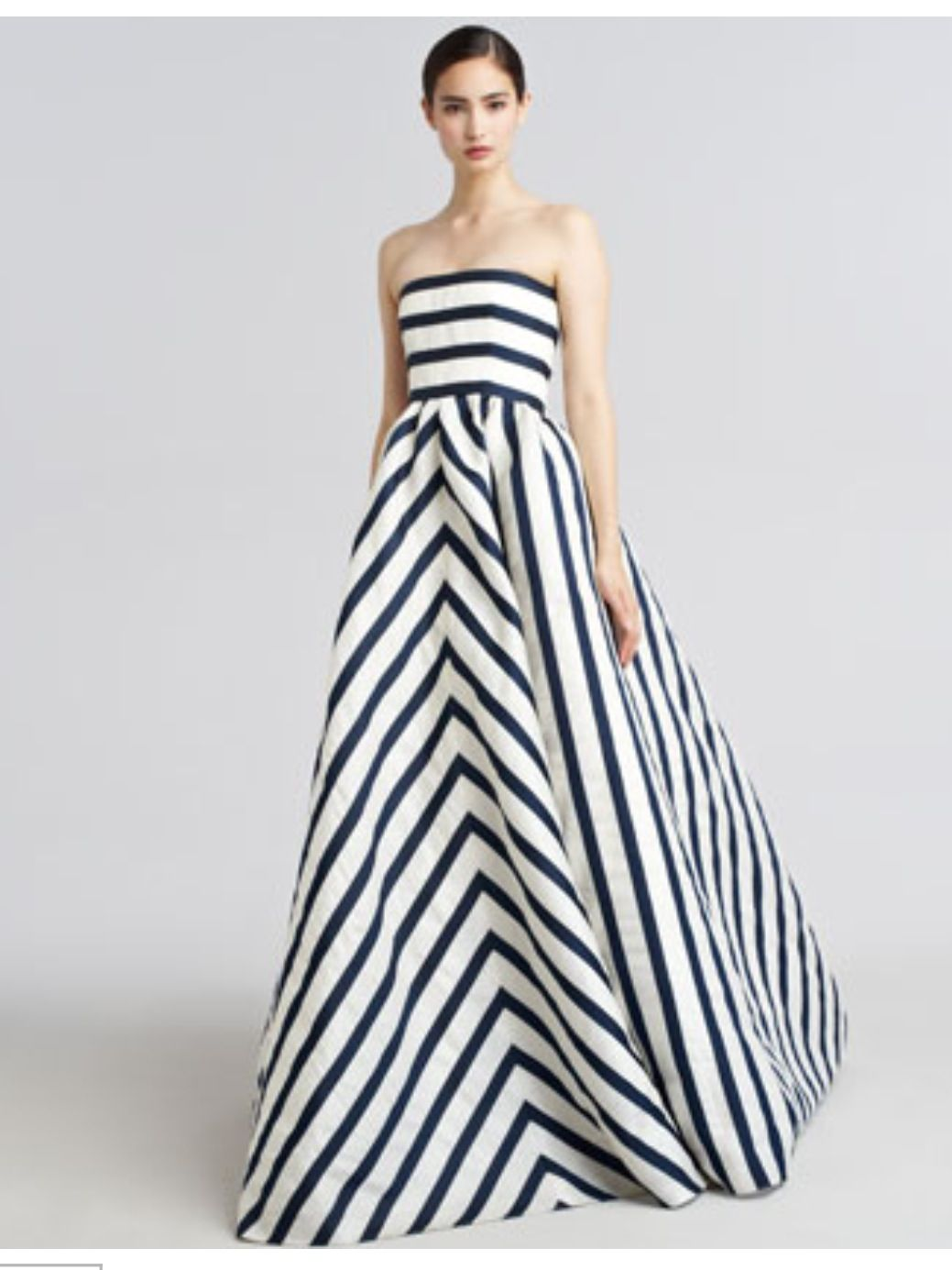 Oscar de la Renta Gown Oh my goodness! THIS IS BEAUTIFUL! The ...