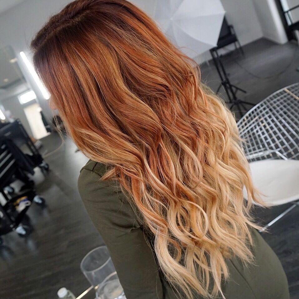 L Image Contient Peut Etre 1 Personne Red Blonde Hair Red Balayage Hair Red Hair With Blonde Highlights