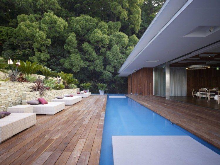 Den Hang kreativ gestalten mit Stützmauern u2026 ideas for living - moderne gartengestaltung mit pool