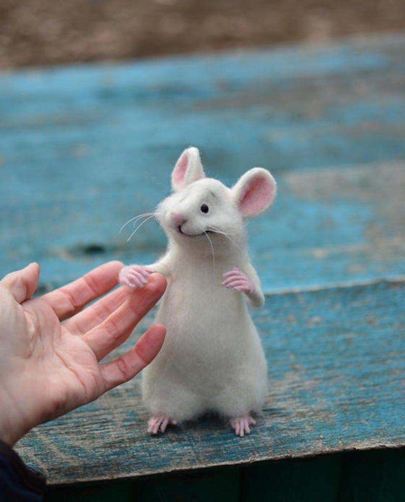 Made To Order Nadel Filz Maus Maus Und Katze Sammlerpuppe Etsy In 2020 Filztiere Filzmaus Nadelfilztiere