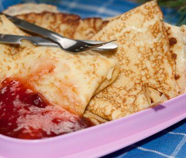 En barnsligt god klassiker, som blir en utmärkt torsdagsmiddag med ärtsoppa. Pannkakorna innehåller endast mjöl, ägg, mjölk och salt och ska serveras nygräddade med lite sylt och en klick grädde. Går även bra att ta med ut på picknick och äta kalla.