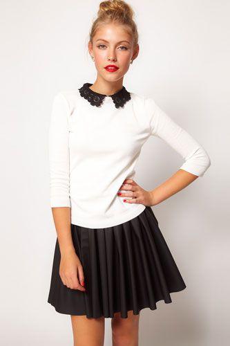 Blusa blanca con cuello negro y falda en color negro con olanes.